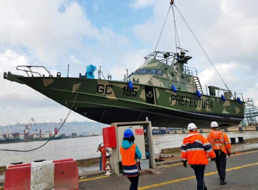 Lancha artilladas Israelí Shalgag MKII amarrada en el puerto del litoral argentino