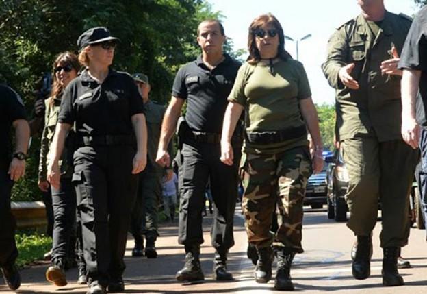 Patricia Bullrich vestida de militar