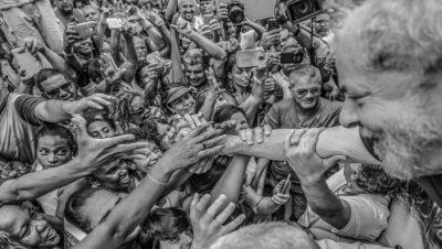 Lula saluda a sus seguidores - Brasil - Data Urgente - Fuente Agencias
