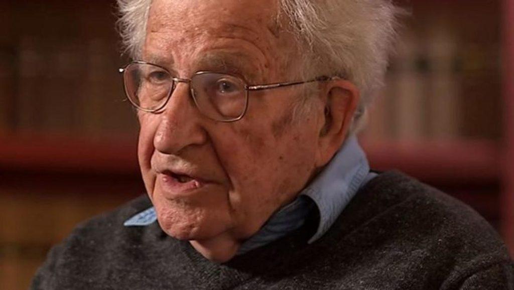 Noam Chomsky - Fuente foto Google - Data Urgente