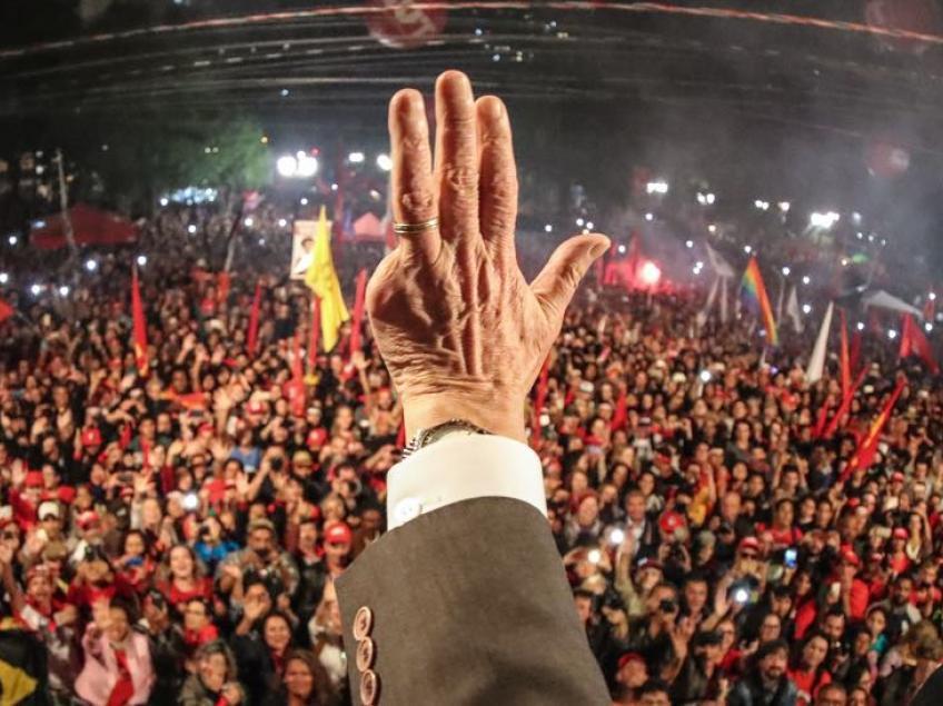 La mano de Lula - Data Urgente - Foto Agencias
