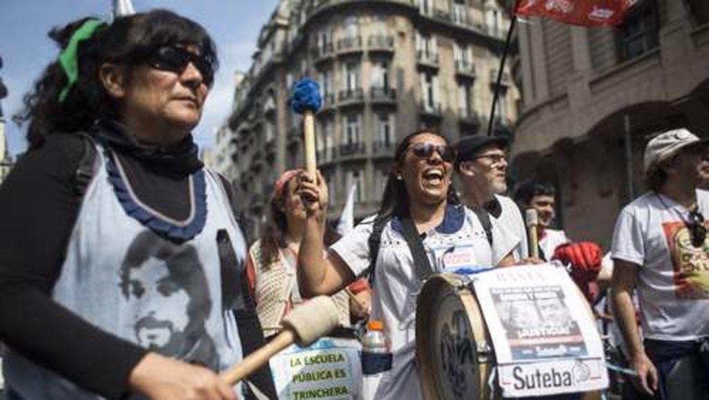 Tortura a docente - Moreno - Argentina - Fuente foto Diario La Jornada en Línea - Data Urgente