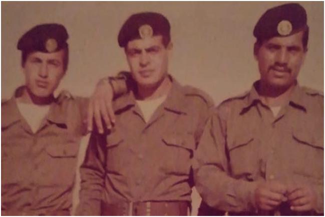 A la derecha, el padre de la autora, en el servicio militar jordano. (Foto cortesía de la autora)