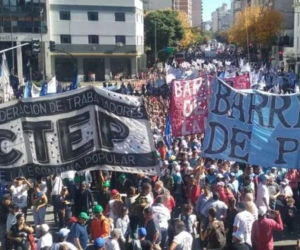 Pedido de Tierra - Techo - Trabajo - Argentina - Fuente foto web - Stella Calloni - Data Urgente